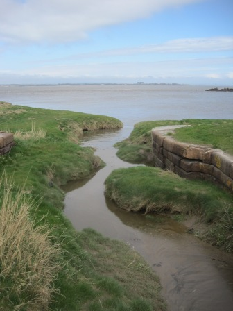 The tide creeps in
